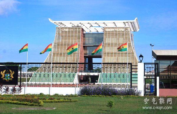 同益空气能把空气能热水器安装进加纳总统府